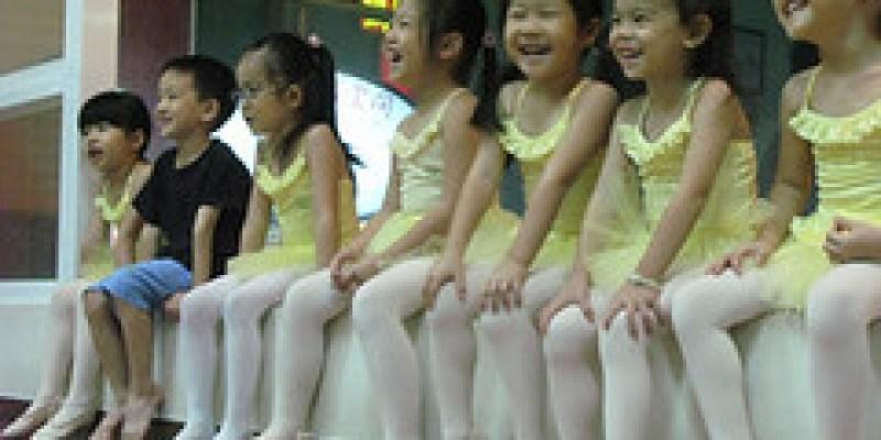 【Video】舞蹈班的同學跳聖誕歌「Jingle bells」(4.5ys)