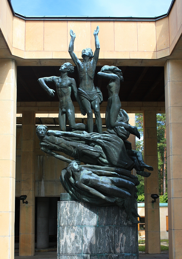 Resurrection Statue, Monument Hall