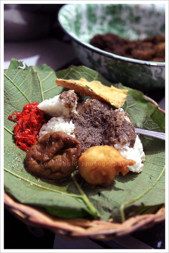 Nasi Jamblang by toni wahid
