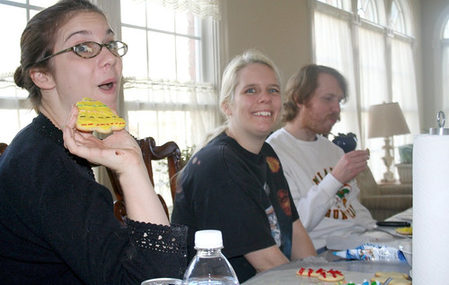 20071123 - Cookie Decorating - Vicky, Carolyn & Justin  (by AE) - 2059776495_dcdc93bdd7_o