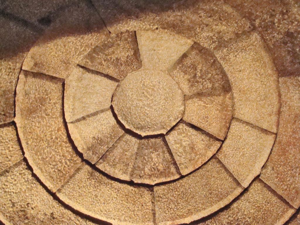 cupula redonda techo interior Tumba de Seuthes III en tumulo Golyama Kosmatka Kazanlak Bulgaria