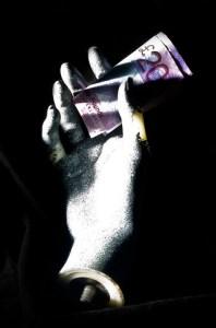 Novac u rukama - Cash in Hand/Stuart Crawford via flickr (CC BY-NC-ND 2.0)