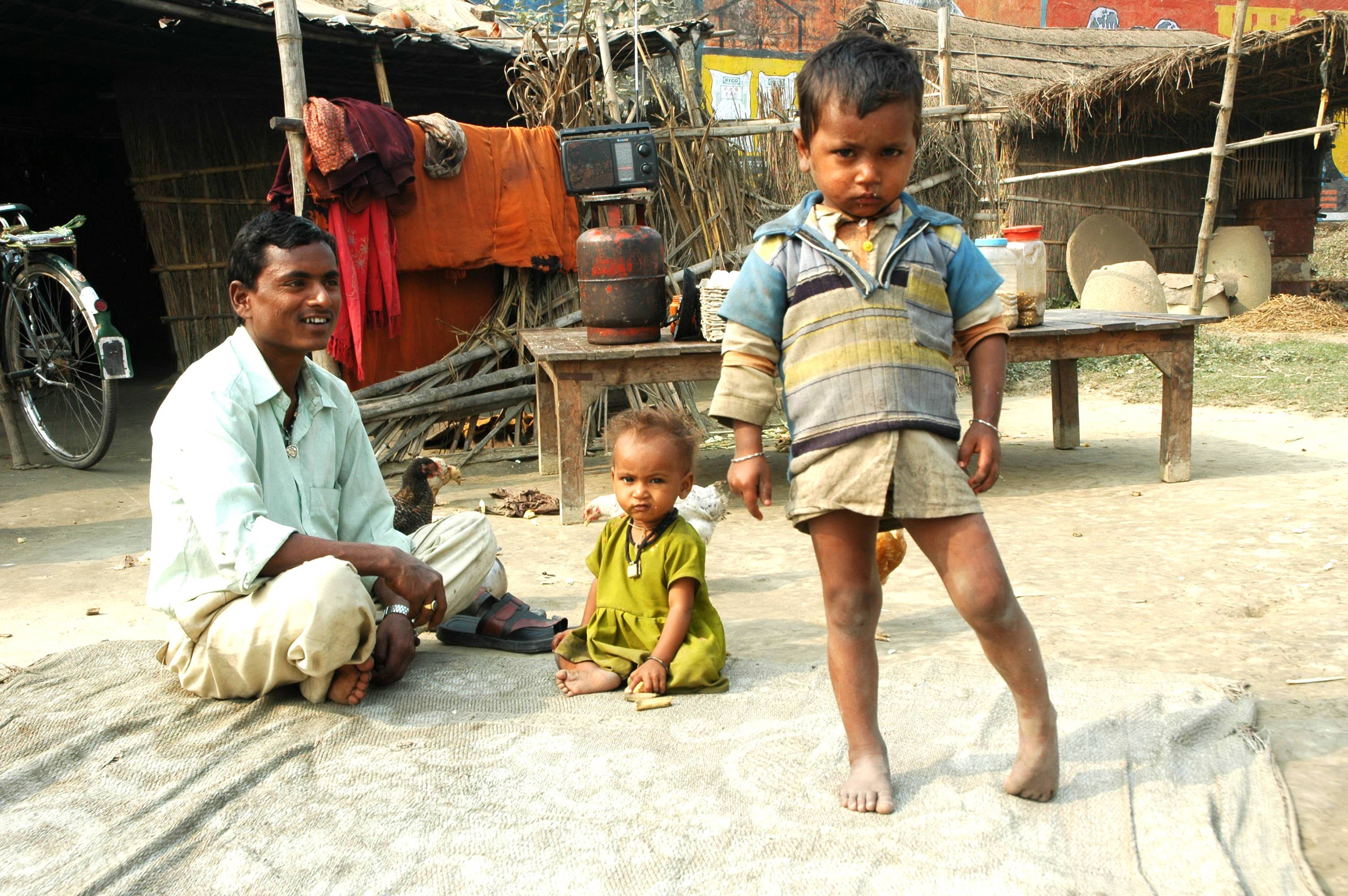 Mothering Father. Purbi Champaran, Bihar