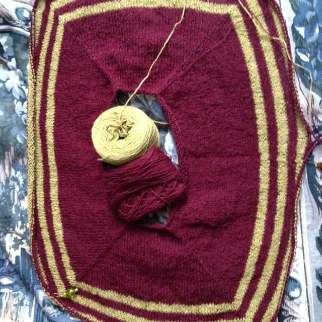Ravello #instaknit #ravelry #ravello #iolavoroamaglia #kalfromitaly #knitting #knit #lavoroamaglia #fattoamano #handmade #holstgarn