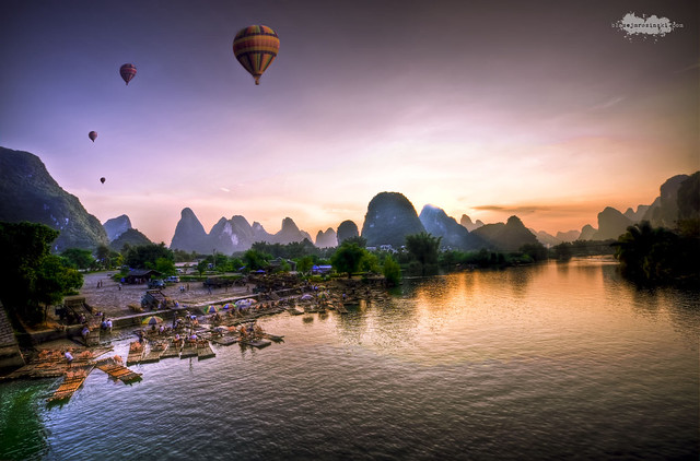 1 Balloons over Yangshuo