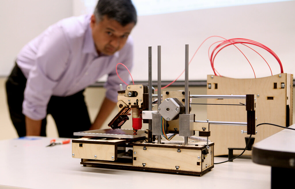 Information Systems Professor Sameer Verma brings a Printbot Jr. into his Managing Enterprise Networking class to demonstrate how it prints 3D objects Monday, March 10. Photo by Lorisa Salvatin / Xpress