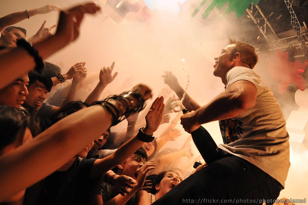 20090920_zouk_1441_diplo_crowd_large