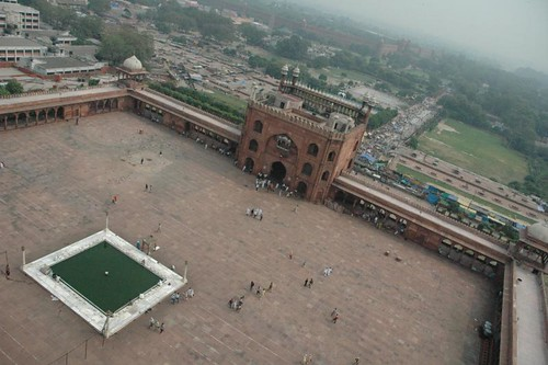 In a couple of hours, Jama Masjid regains its tranquility