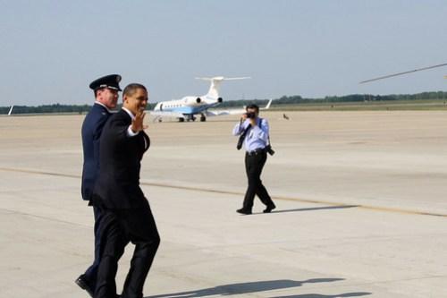 Obama Waves to Press
