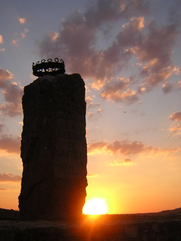 7. Monolito en el Castillo de San Polo