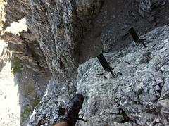 Toblinger Knoten, Überquerung über Eisenstifte/Stufen