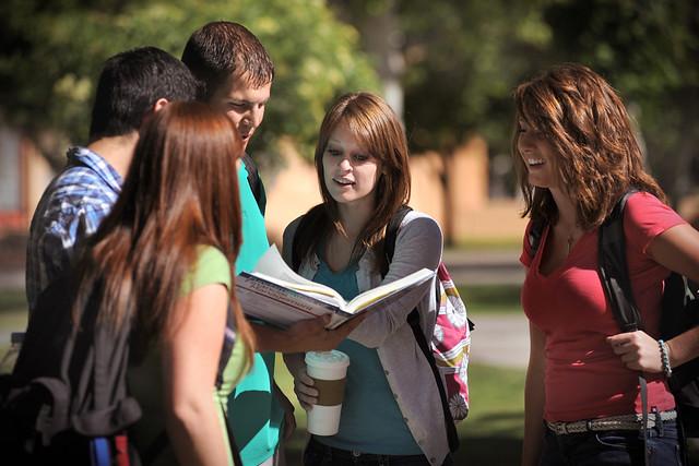 Sinh viên xa nhà và những cám dỗ khôn lường