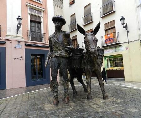 Granada esculturas en la calle 10
