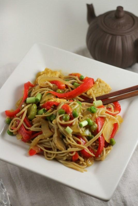 stir fried singapore noodles with garlic ginger sauce [ inonekitchen.wordpress.com ]