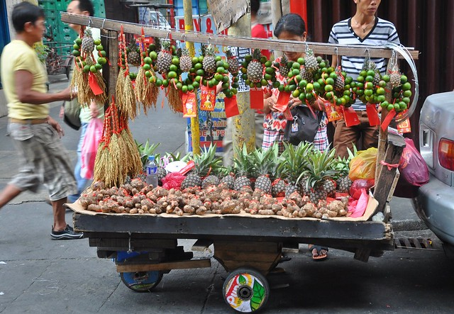 Chinese holidays fruit cart along Manila Chinatown