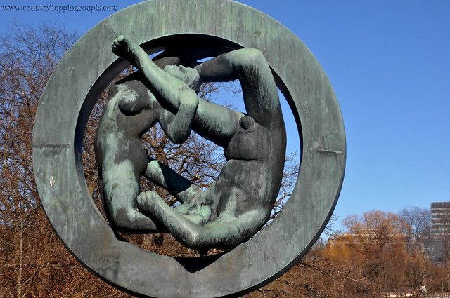 photo essay vigeland sculpture park oslo country hopping couple vigeland sculpture park oslo 2