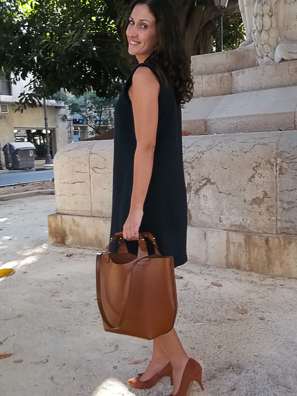 Vestido azul, zapatos camel, bolso camel, blue dress, camel bag, camel shoes, Massimo Dutti, Pull & Bear, Zara