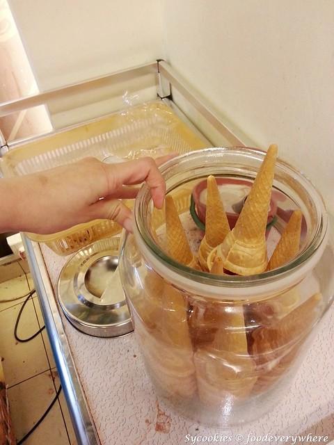 20.ice creams with cones. free flow.1
