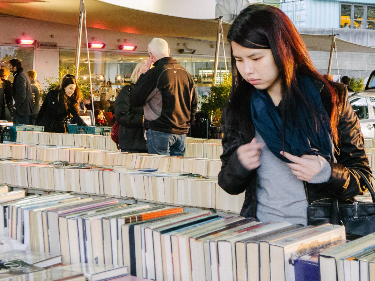 Comprando libros en Southbank