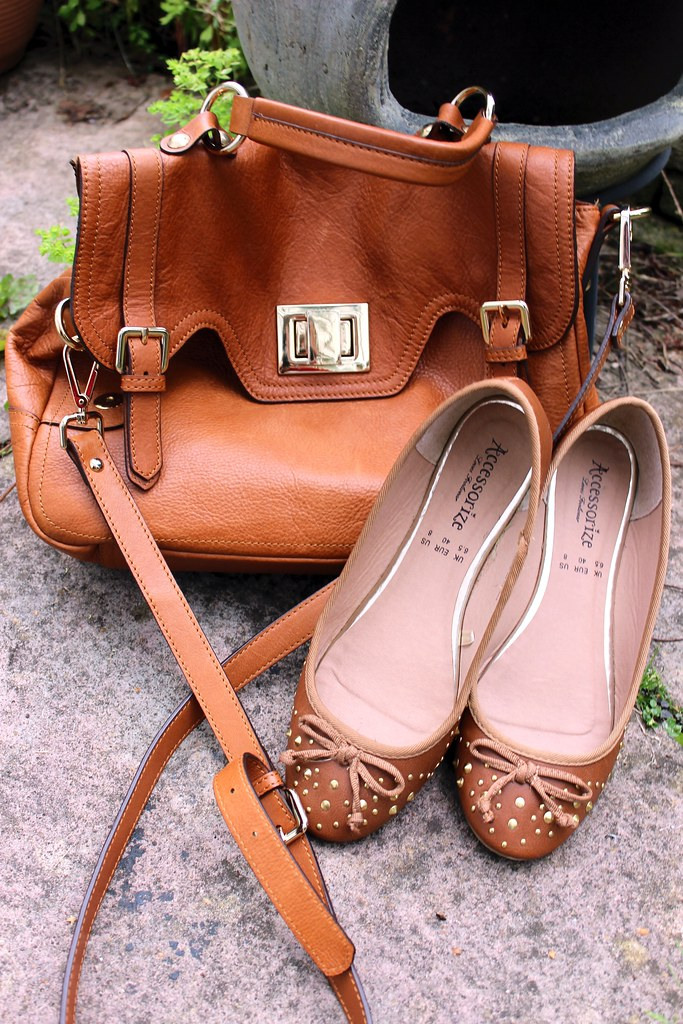 Hobbs  Antonia Bag and Camden studded ballerinas