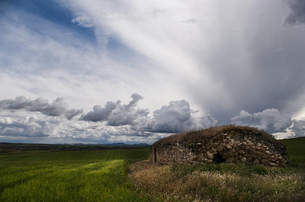 11. Un refugio en la llanura manchega. Autor, Julián Lozano