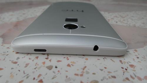 HTC One Max ด้านบน