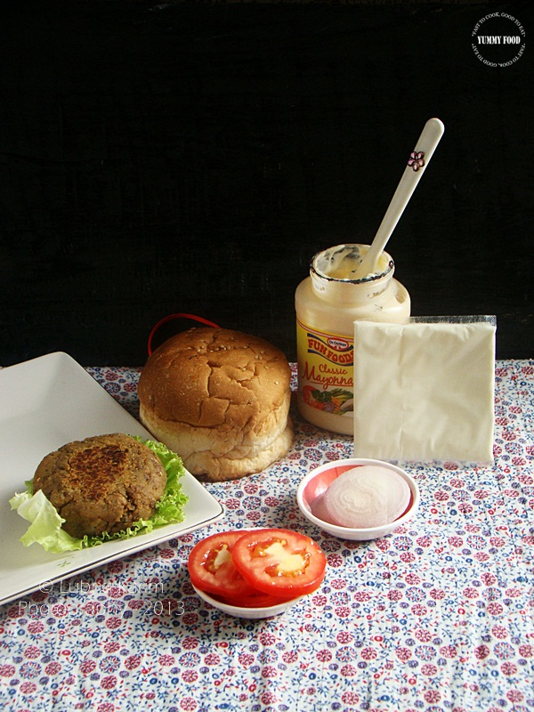 Burger with Kidney bean and Black lentil Patty