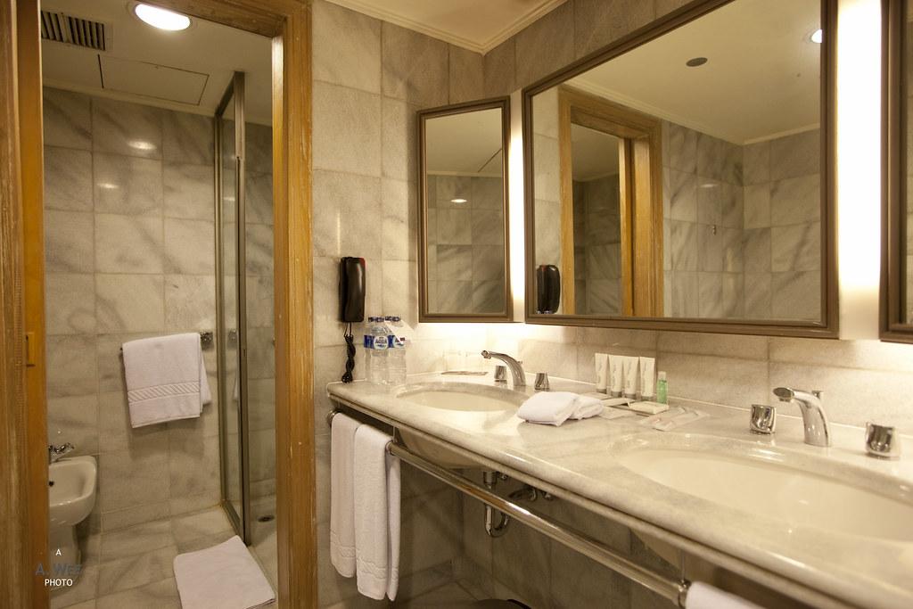Bathroom with a Bidet