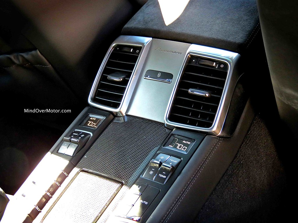 2013 Porsche Panamera GTS interior