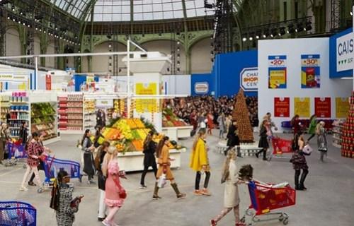 le-grand-palais-transforme-en-shopping-center