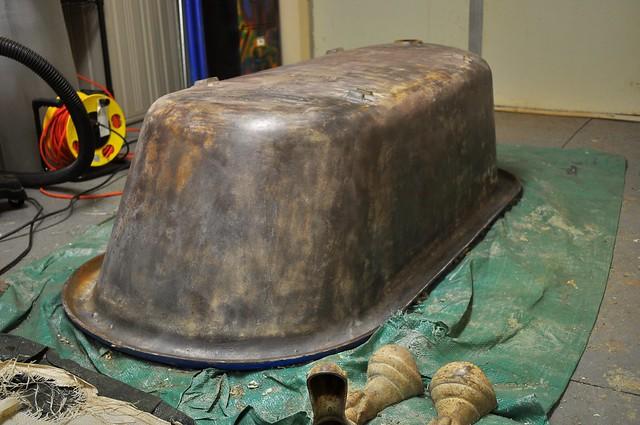 2012-01-13 Clawfoot bathtub strip and prep 05