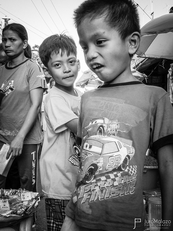 Fascination. (Out on the Streets: Street Photography by Juro Malazo)