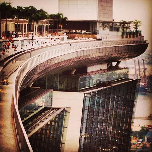 The curves of Marina Bay Sands #singapore by @MySoDotCom