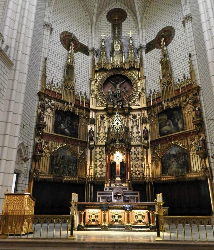 altar mayor interior Iglesia Santa Cruz Madrid 05