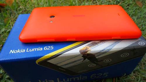 Nokia Lumia 625 ด้านขวา