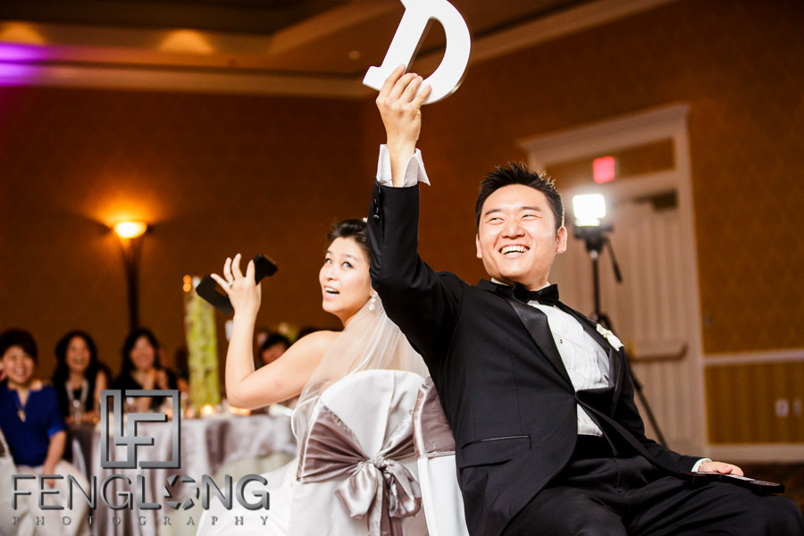 Chinese bride and groom play wedding games