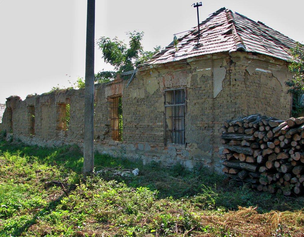 Ruiny kúrie Percsinovcov v Peťove
