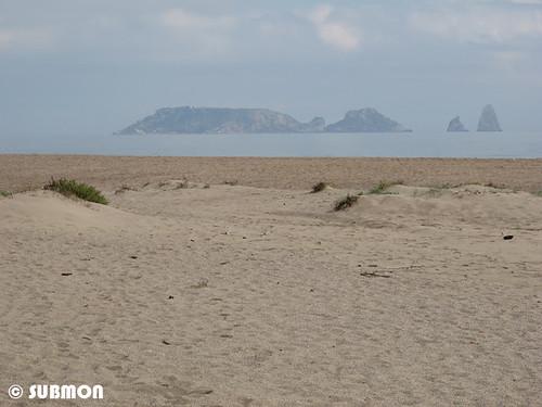 Playa en L'Estartit frente a las Islas Medas