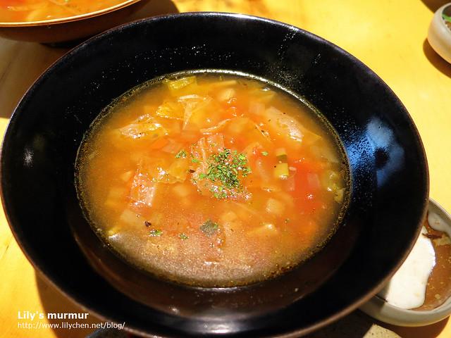 這應該是義大利蔬菜湯?很對我的味,我全喝光了,哈!