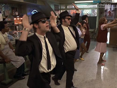 1980-bluesbrothers-dancingwitharetha