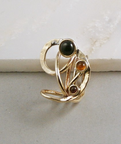 ring nugold, Onyx7mm, Amber 4mm, Ruby synth3mm  size 6.75 by Wolfgang Schweizer