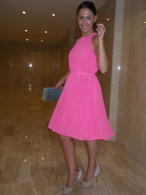 Vestido, Ted Baker, rosa flúor, griego, plisado, peep toes rosa palo, clutches, zul cielo de piel de pitón, dresses, neon pink, Greek, pleating, pale pink peep toes, blue sky python skin