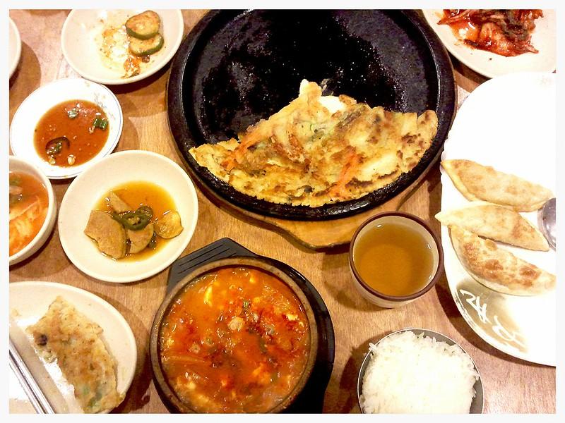 spicy korean tofu soup