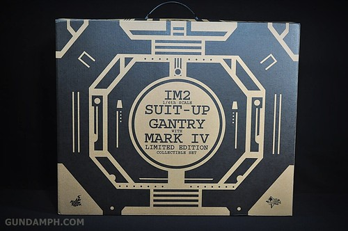 Hot Toys Iron Man 2 - Suit-Up Gantry with Mk IV Review MMS160 Unboxing - day1 (1)