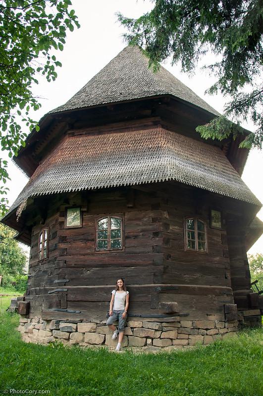 biserica de lemn budesti josani