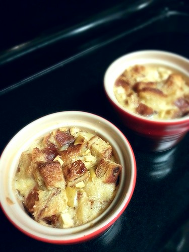 Apple bread pudding by pipsyq