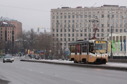 Moscow tram #1124 on route 39 crosses Большой Устьинский мост (Bolshoy Ustinsky Bridge)