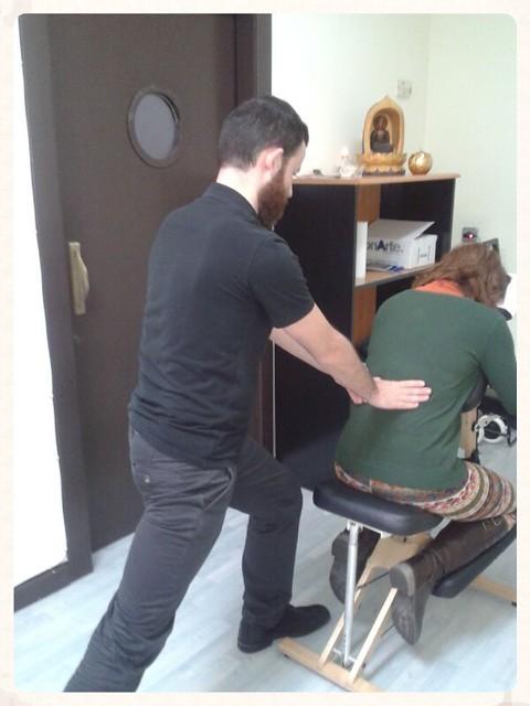 lola_anton_masaje_sentado_amma