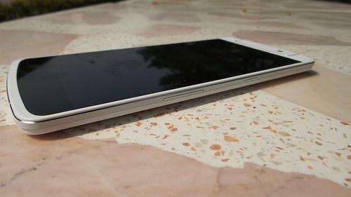 Oppo N1 Cyanogen Edition ด้านขวา