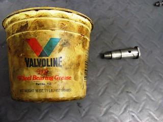 Axle Grease for Brake Pedal Pivot Pin